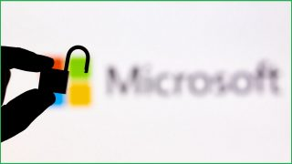 Microsoft patches 100 security flaws