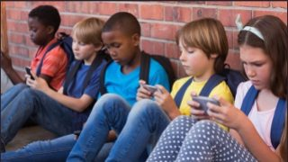 Victoria bans mobile phones in schools